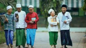 Santri dalam Tradisi Keilmuan dan Budaya Kepatuhan